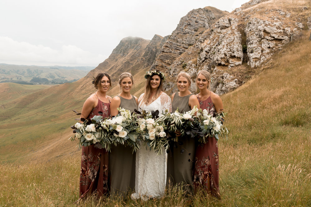 hawkes bay black barn wedding pregnant bride in grace loves lace dress up Te Mata Peak