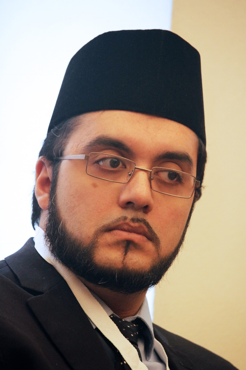 ATAUL WASIH TARIQ    Vice Presidente e Imam dell' Associazione Ahmadiyya Muslim Jama' at Italia     PERCHE' HO ADERITO A LIREC
