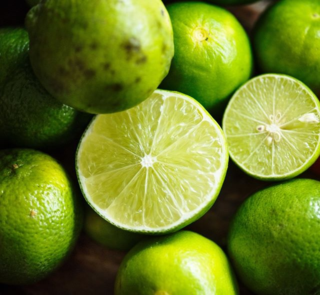 Lime juice adds a beautiful fresh, acidic hit to our Green Jalapeño hot sauce. It compliments the coriander and jalapeños & rounds out the Mexican flavour profile of the sauce. ⠀⠀⠀⠀⠀⠀⠀⠀⠀ ⠀⠀⠀⠀⠀⠀⠀⠀⠀ #vegan #veganfood #veganfoodlovers #veganfriendly #veganfoodie #veganrecipes⠀⠀⠀⠀⠀⠀⠀⠀⠀ #vego #vegetarian #vegetarianfood #glutenfree #keto #ketodiet #ketofood ⠀⠀⠀⠀⠀⠀⠀⠀⠀ #healthy #mealprep healthyfood #americanbbq #southernbbq #lowandslow #lownslow #food #foodie #hotsauce #hot #sauce #chilli #chillilover #spicy #spicyaf #artisan #artisansauce
