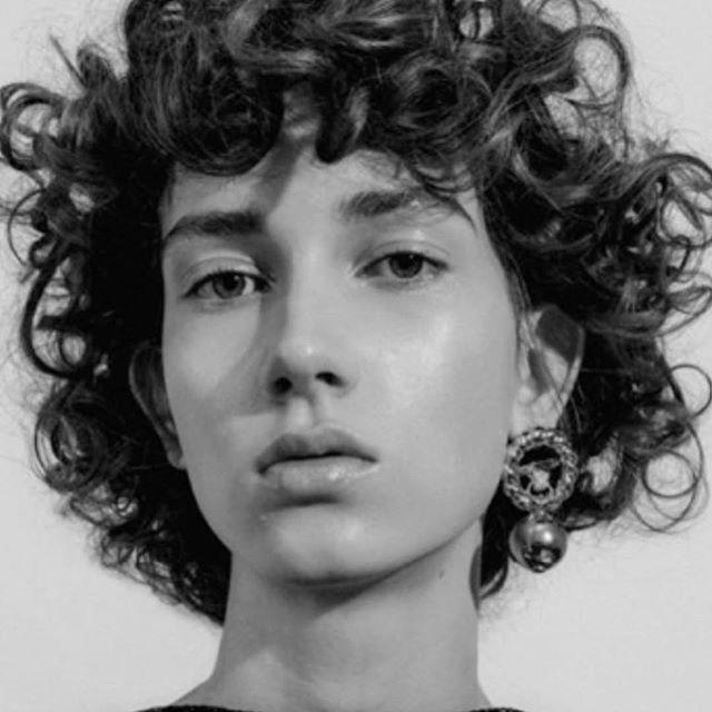 @ninaford_ • • • • #curls #curlyhair #curlybangs #blackandwhite #fashion #fashionphotography #fashionphotographer #beauty #beautyphotographer #beautyphotography #curlyhairgoals