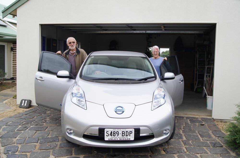J&E_Heij_with_solar-charged_car.JPG