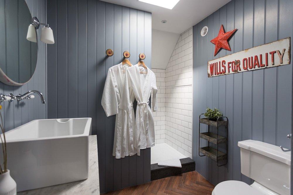 Fistral Loft bathroom copy.jpg
