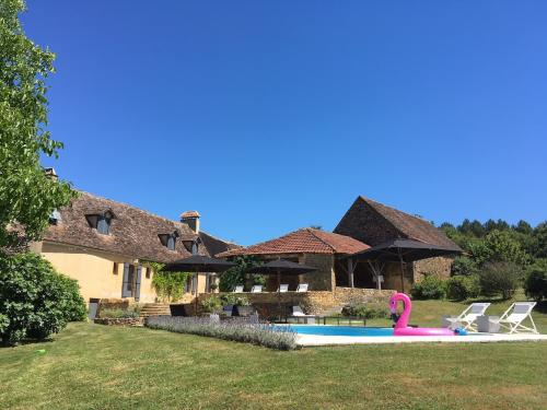 Le-Mas-swimming-pool-and-house-500x375.jpg