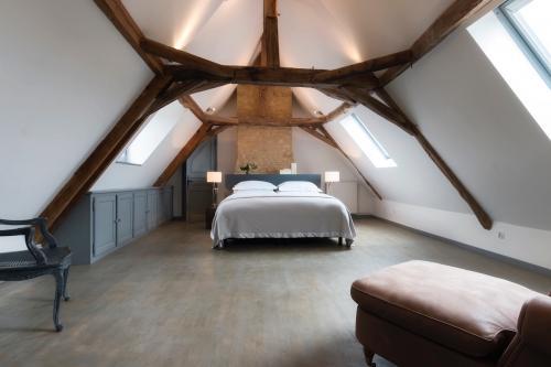 Le-Mas-bedroom-1-500x333.jpg