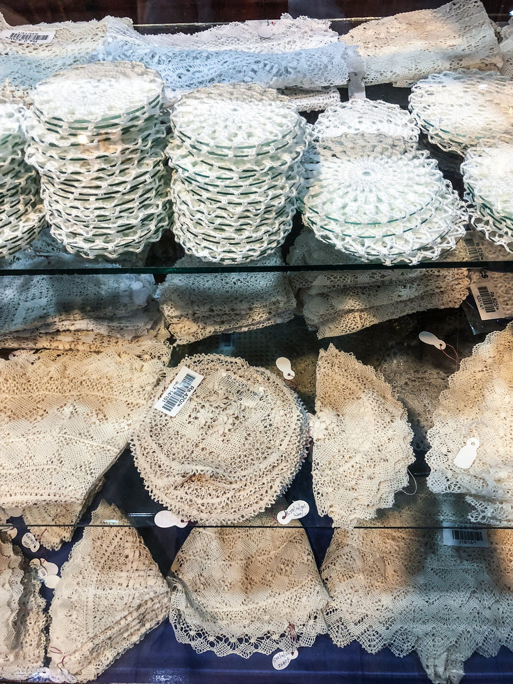 Lakpahana - beeralu lace