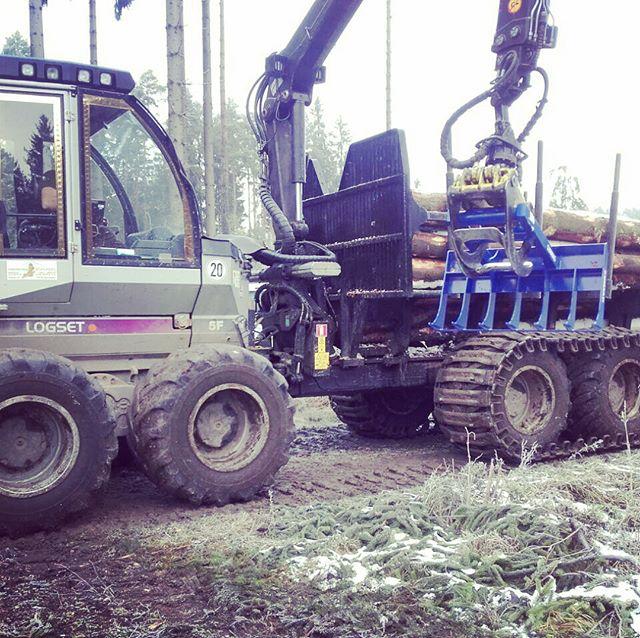 #logset#forwarder#logging#logger#forst#kirmag#reisigrechenM#forstverrückt