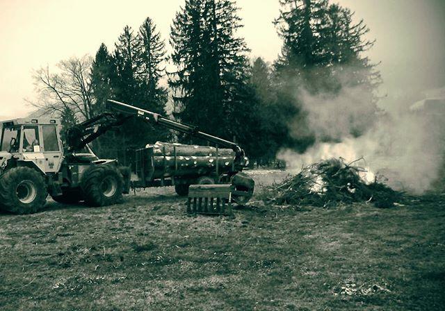 Reisigrechen L beim nachlegen #logging#kirmag#skidder#hsm##palfinger#forstwirt#holzernte#holzfällerextrem#reisigrechenL#logger#