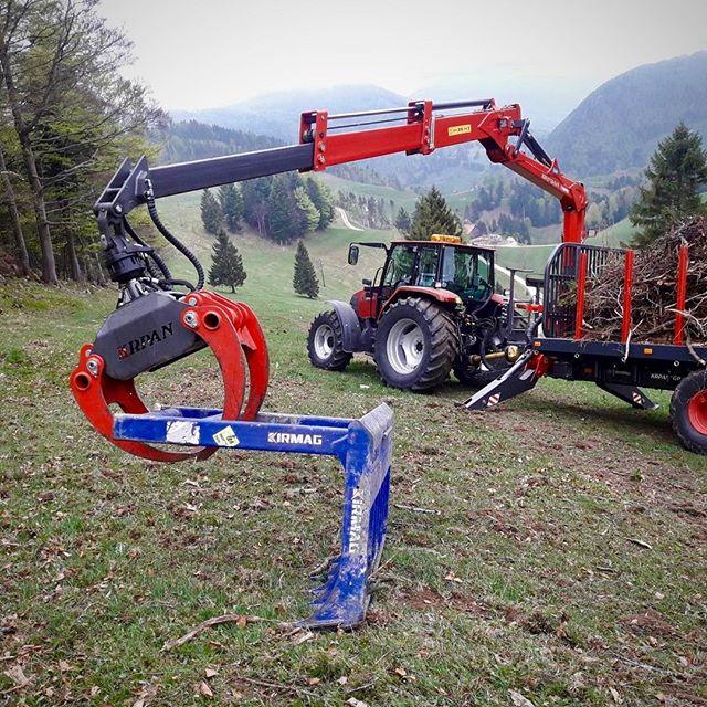 Steil in der Schweiz #steep #caseih #krpan #kirmag #reisigrechen #logging #forstwirtschaft #logger