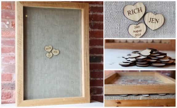 一片片的木片寫上訊息後,投入事先準備好的相框。佈滿祝福的相框是家中很好的裝飾品喔!