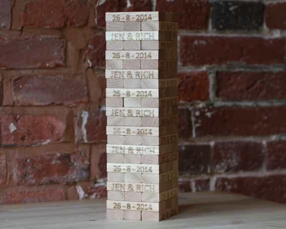 疊疊樂新玩法,快在木塊上簽名吧!