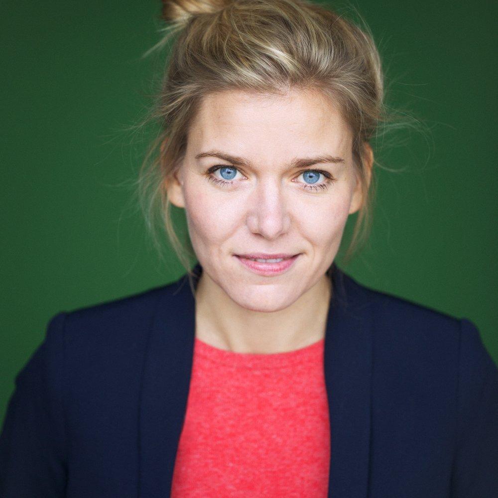 Lisa Frieda Cossham - ist Journalistin. Ihr erstes Buch »Plötzlich Rabenmutter?« wird demnächst verfilmt.