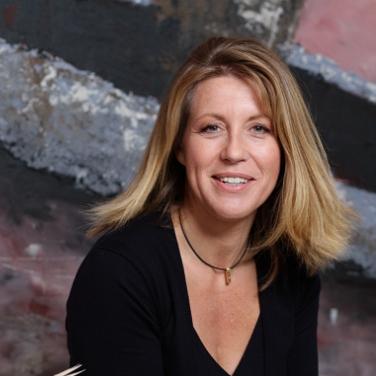 Anne Gesthuysen - ist Journalistin und Schriftstellerin. Gleich mit ihrem ersten Roman »Wir sind doch Schwestern« erreichte sie die Spitze der SPIEGEL-Bestsellerliste.