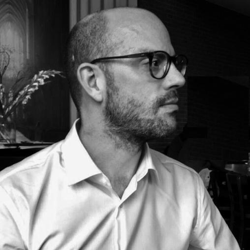 Jan Drees - ist Literaturredakteur beim Deutschlandfunk und Autor mehrerer Romane und Sachbücher.