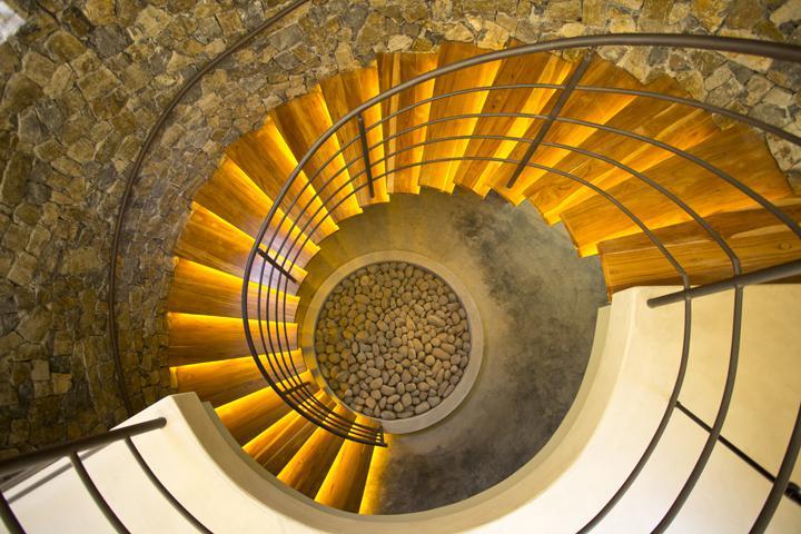 w720h480q7502-onda-stairs.jpg