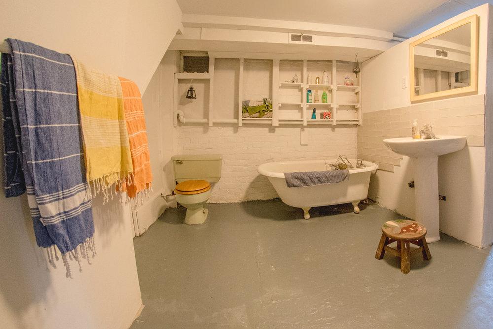 lil-yellow-house-bathroom-alt.jpg