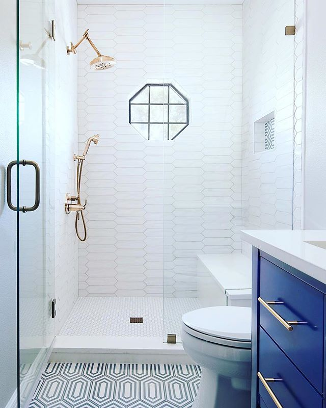 All the perfect trends from the blues to the brass to the gorgeous tile are working in perfect harmony to get us through this hump day...beautiful spaces like this one require investments and who better to cash in than you? Think about it and call us 💙 Repost @etchdesigngroup ・・・ Brass, and pickets, and hex...oh my! 😍😍😍 📸 @cateblackphoto