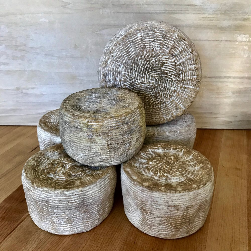 A little family of our Wicker cheese