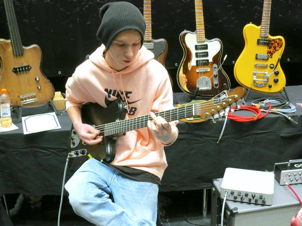 Tonefest 2019 – Vuorensaku Guitars.jpg