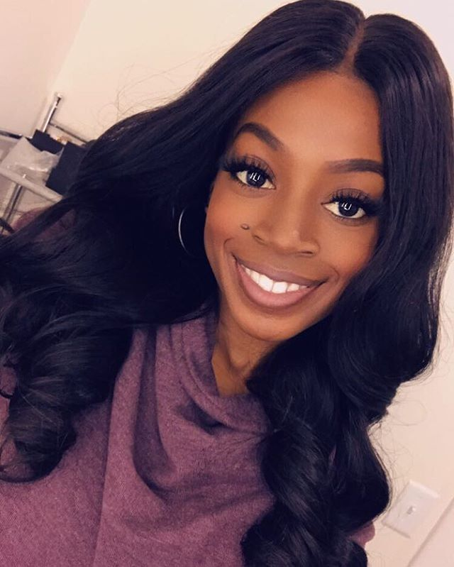 """✨ Hello Weekend✨ Our A. Simmons #Glueless #Wig ————————————————————— www.beehollywood.com ✨✨ Scene!!🎬 Color: 1B Texture: Brazilian Body Wave Length: 18"""" Density: Comes in Medium and High Top: Lace Frontal with a pre plucked hairline. (13''x6'')"""