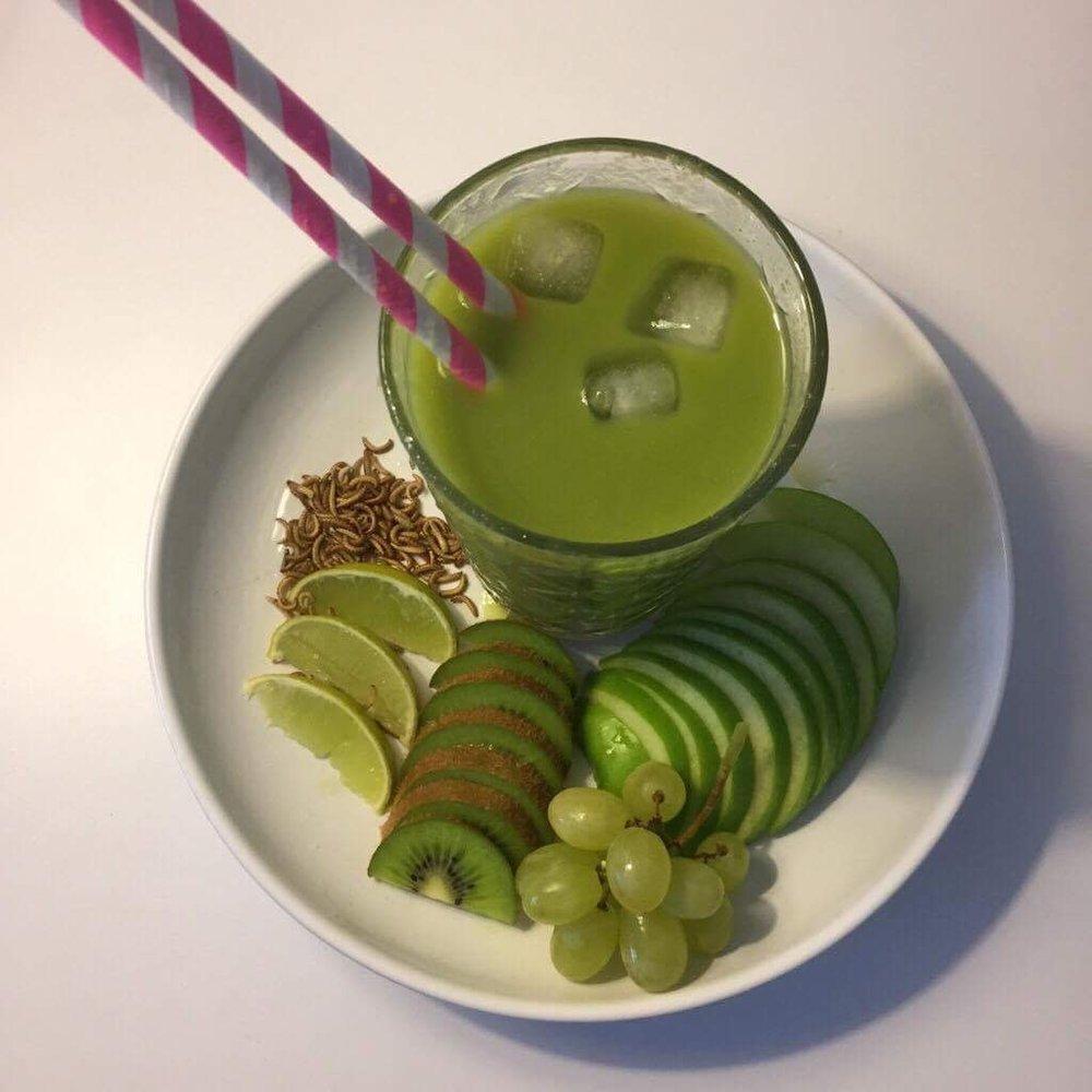 Kiwi og æble power shake med insektmel - en nem måde at tilføre protein og vitaminer til din shake el. juice