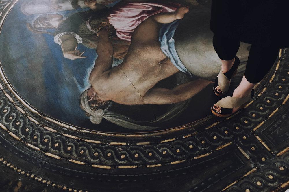 Zoë GRAY - Curator