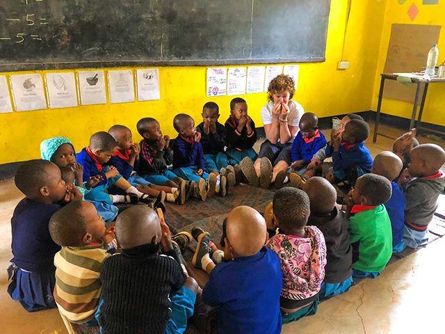 We are so happy to have teacher Kate back with us in Moshi! 💙• • • • #rise #risetochange #littleyogis #yoga #morningmeeting #lifeinafrica #tanzania #earlychildhood