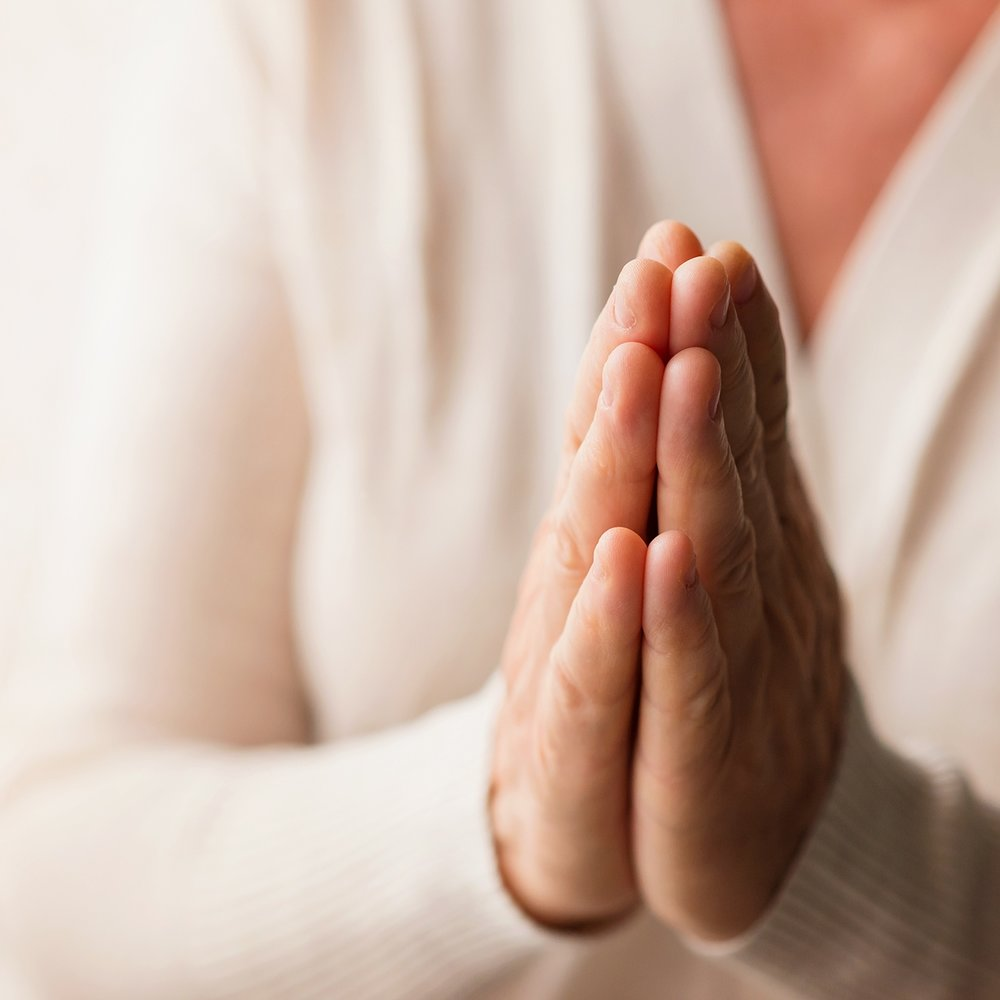 woman-praying-PW4BXKJ_web.jpg