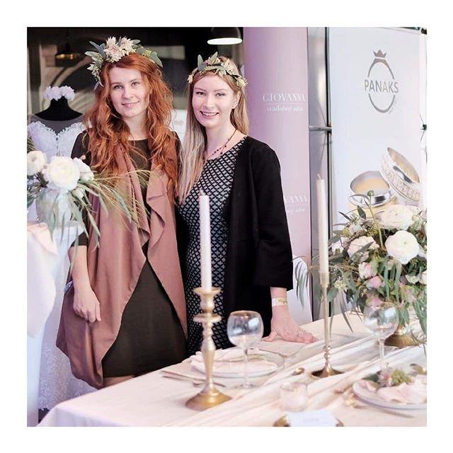 Ďakujeme že sme mohli byť súčasťou krásnej @perfectweddingvystava! Tešíme sa z každej nevesty ktorá sa pri nás pristavila. Kalendár sa nám pomaly zapĺňa takže je najvyšší čas rezervovať si termín a vidíme sa v sobotu na komornej  výstave @a_bude_svadba v Trnave! 😊 . . . . . . . . . . #vystava #svadba #weddingseason #weddingagency #defineplantstudio #gold #tablesetting #stolovanie #minimal #local #eucalyptus #silk #flowerwreath #wedding #style #minimal_perfection #minimalove #exhibition #bratislava #refinery #florist #kvety #decor #sustainableliving #sustainable #flowerarangement #ranunculus #flower #dowhatyoulove #perfectwedding