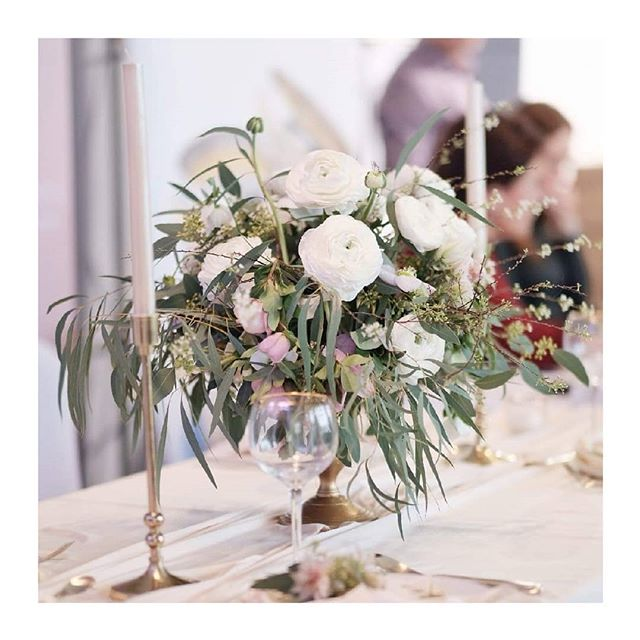 Svatební 🌿 @perfectweddingvystava 👌 . . . . . . #vystava #svadba #weddingseason #weddingagency #defineplantstudio #gold #tablesetting #stolovanie #flowerporn #local #eucalyptus #silk #lessismore #wedding #style #minimal_perfection #minimalove #exhibition #bridestory #refinery #florist #kvety #decor #sustainableliving #sustainable #flowerarangement #ranunculus #flower #dowhatyoulove #perfectwedding