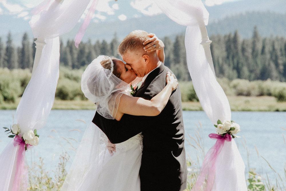 black-butte-ranch-bend-oregon-wedding-photographer-0-46.jpg