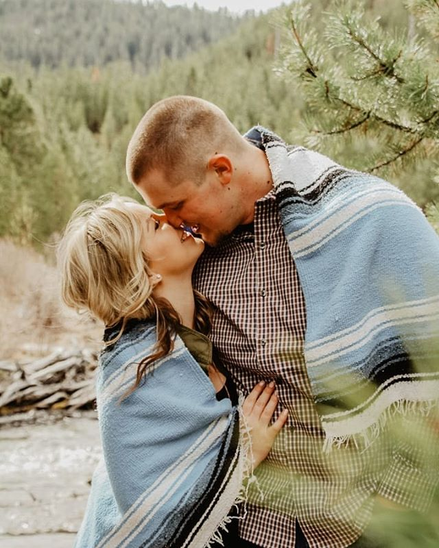 Tumalo falls engagement shoot, yes please😍