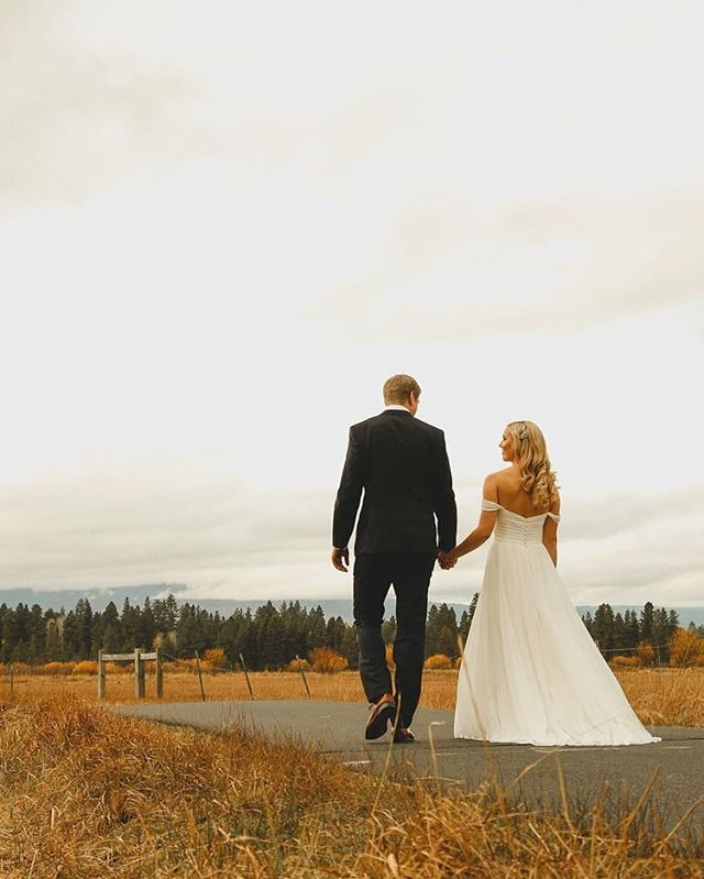 Black Butte Ranch is such a stunning venue! Hoping to shoot there again this year!  Hair and makeup by @edgehairmakeup  Florals by @woodlandfloraldesign