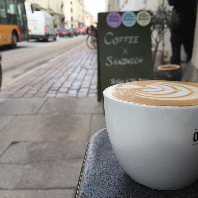 Nyder En Foss på vores bønne fra Rwanda! 🌰🍈🍫 #originalcoffee #original #coffee #bredgade #latteart #tulip