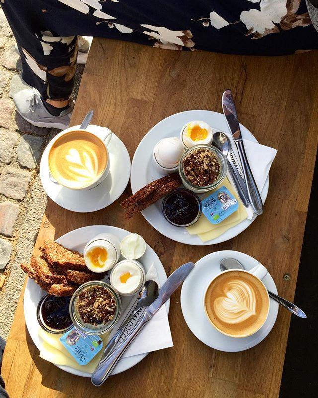 Godmorgen lørdag! 🐣🥐☕️☀️🧀🌿💛💚 #originalcoffee #coffee #original #coffeeshop #hellerup #morgenkomplet #49,-
