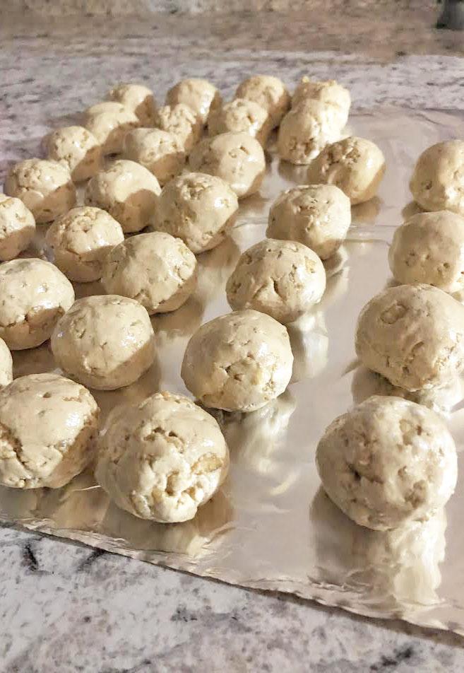 crunchy peanut butter balls3.jpg