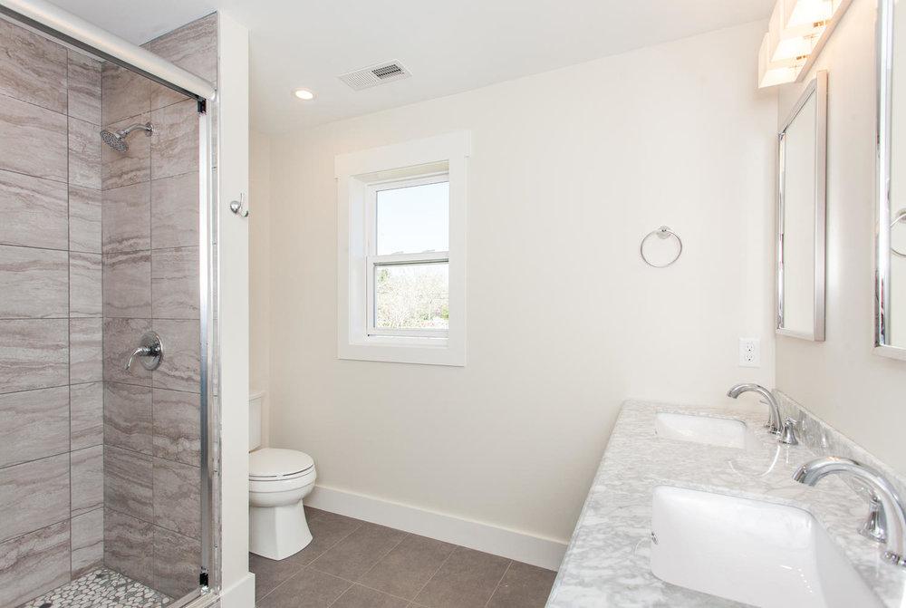 8 Maultsby Asheville NC 28805-large-018-16-Master Bath-1491x1000-72dpi.jpg
