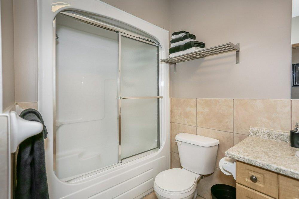 411 bath 2.jpg
