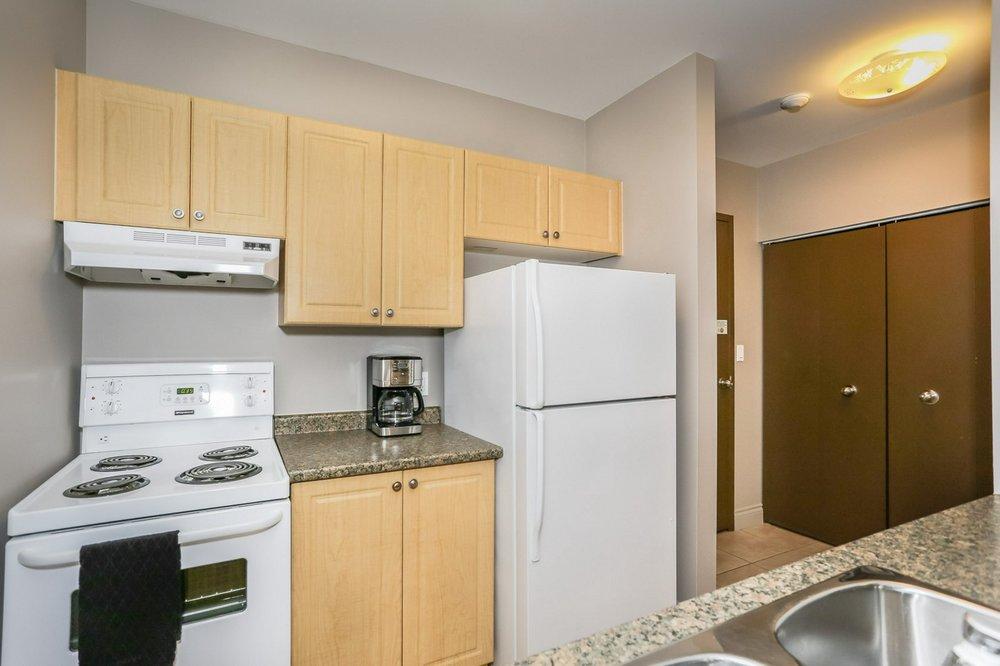 411 kitchen 3.jpg