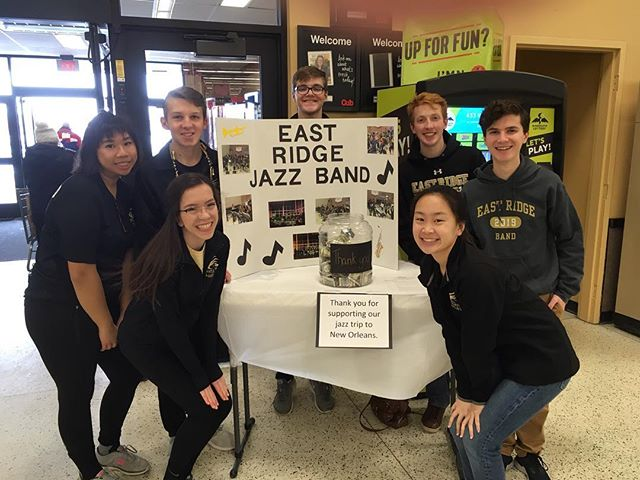 @eastridgeband Jazz Band is bagging groceries @mycubfoods in Cottage Grove today! It's a fundraiser for their @visitneworleans 🛩🎼🎺🎷🎸🥁🎼🛩#goband