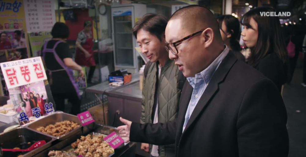 He's over here looking at fried chicken when no one told him about the 닭똥집 right behind...damn