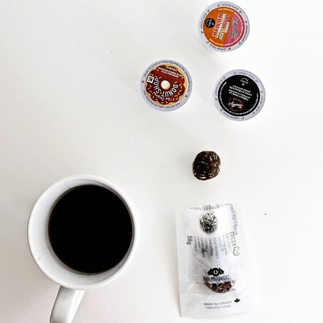 Coffee x Ohh Products = Morning essentials! . . . .  #Healthysnacking #Cleaneats #Healthysnacks, #Healthyalternatives #Healthierchoices #yyz #nutfree #allergensafe #vegan #foodblog #fitfood #inclusivesnacks  #snackbreak #9to5foodie  #OhhProducts