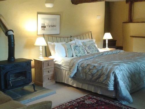Olde Wine Cellar Bed