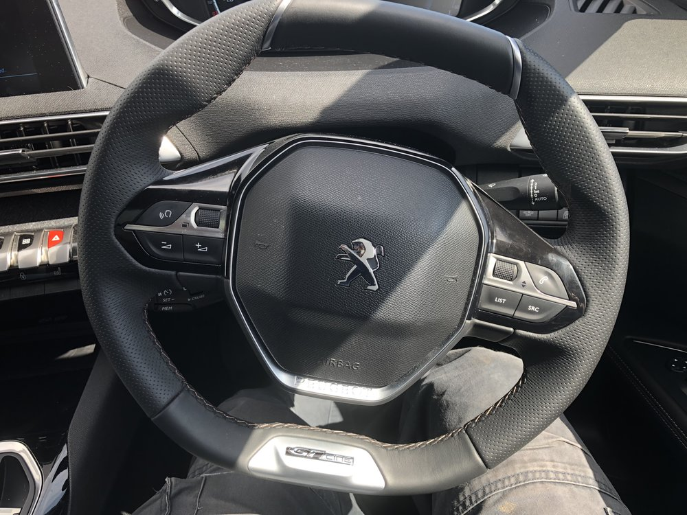 I love this steering wheel. It feels right.