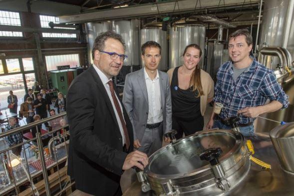Antwerpse Delhaizeklanten en medewerkers brouwen eigen bier