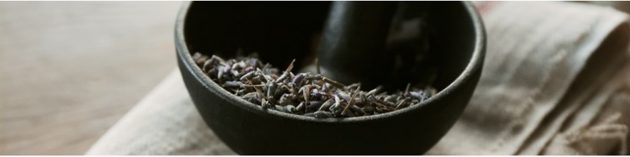 Refined fragrance created in Provence where the woody Lavender notes are magnified by the ambery scent of Incense.
