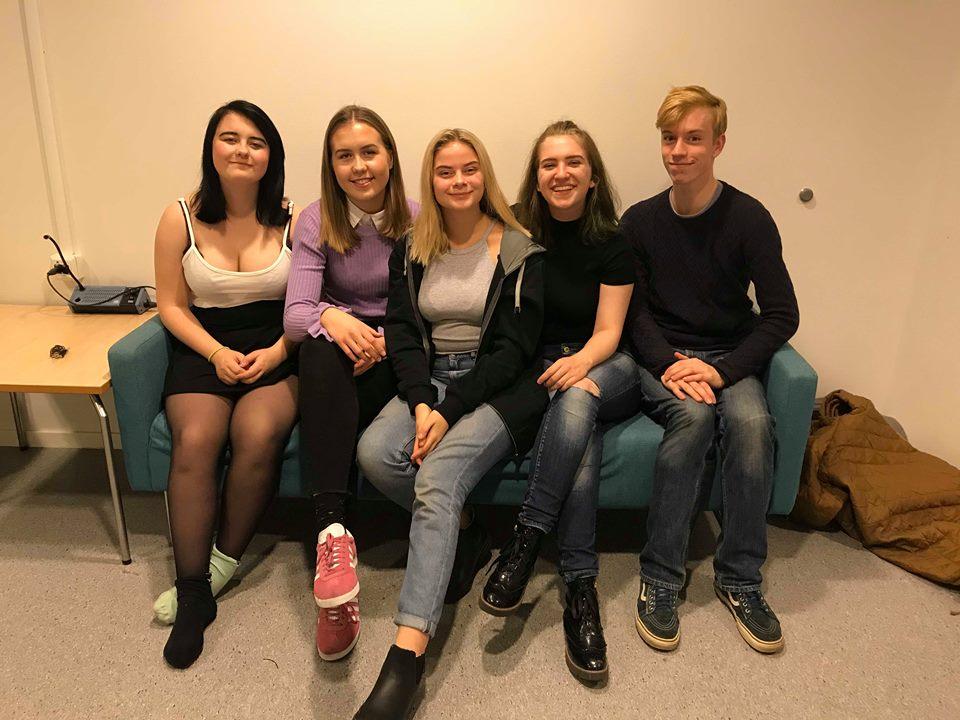 Frå venstre: Thea Victoria Kvåle Ytre-Hauge, Andrine Gald Myklebust, Cecilie Pleym Lund, Nikoline Samuline, Førde Torvanger, Andris Ødegård.