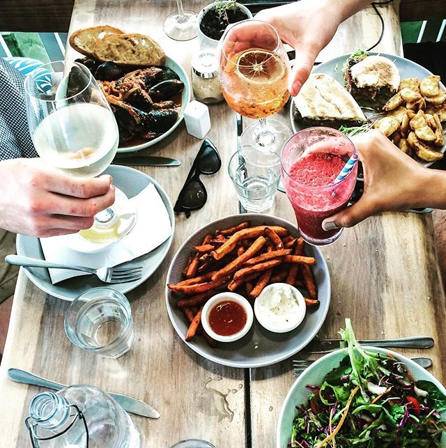 Lunch squad! @choochoosatthemarina sharing is always better 😉😉 #portdouglasuncovered #lunchgoals #choochoospd #ballyhooley #fnq #tourismportdouglas #portdouglaslife