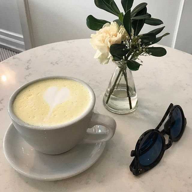After a whirlwind week, catching up with a friend and treating myself to a turmeric latte was just what the dr ordered ☕️
