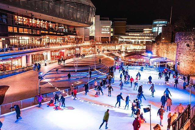 ❄️ We're closing out the season in style! Come and join us everyday until January 2nd at @westquay ! ❄️ . . . Get booked in for a session on the ice or a table in Moguls on    https://goo.gl/NZrTvP (Link in bio) . . .  #westquayshoppingcentre #southampton #westquay #iceskate #ice #icerink #christmas #winter #photography #alpine #alpinebar #steins #hotchocolates #instagood #picoftheday #soton #southamptonbloggers #igdaily #igdaily #picoftheday #christmas #festive