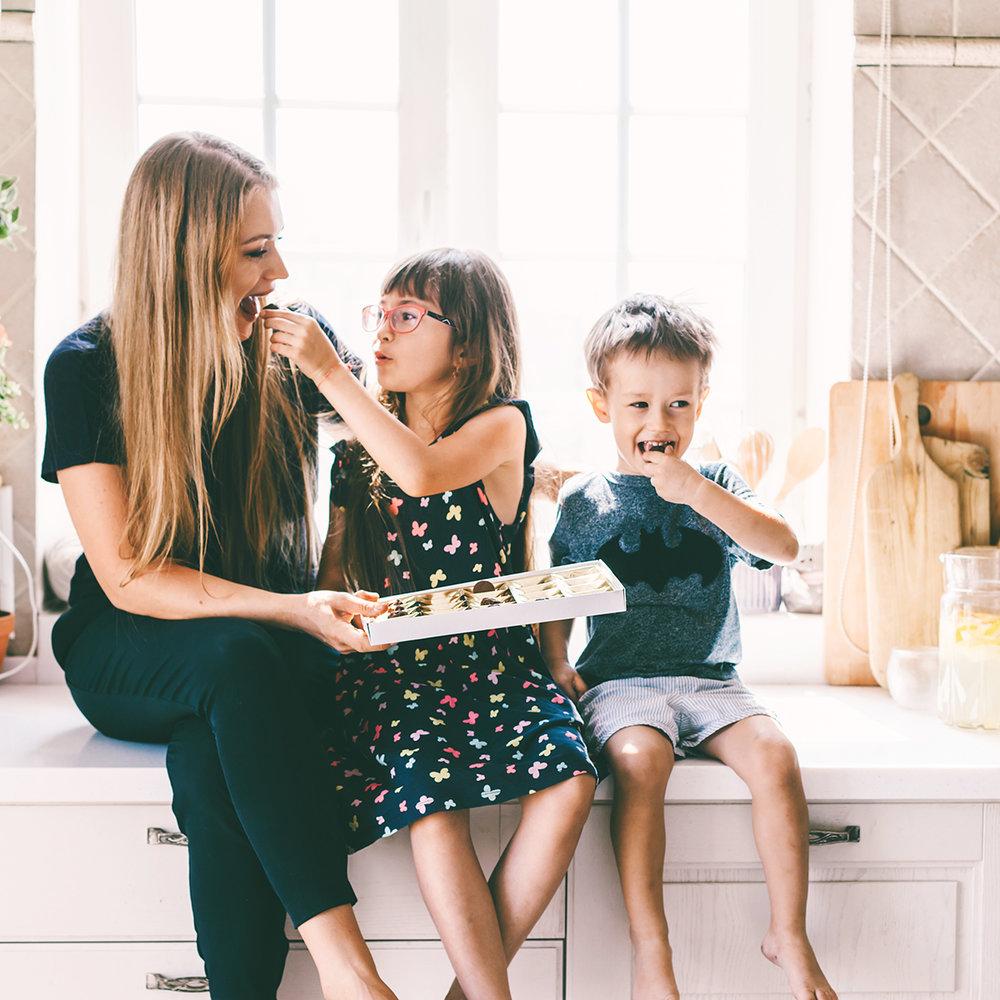 bigstock-Mom-with-her-two-children-sitt-257733181.jpg